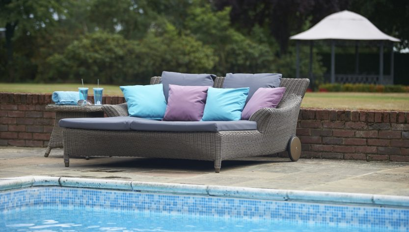 Bridgman-valentine-double-sunbed-with-52cm-brighton-side-table